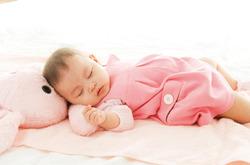 【育兒常識】讓寶寶仰躺著喝奶 易造成中耳積水影響聽力